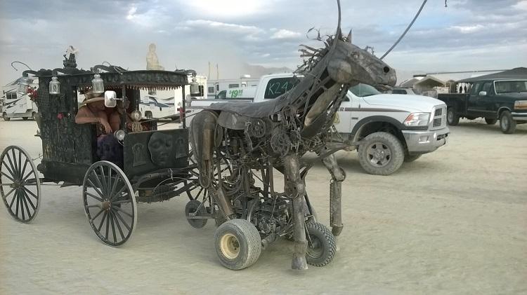 железный конь burning man