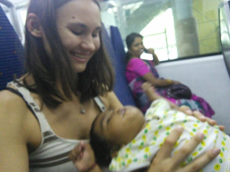 фото с индийским младенцем