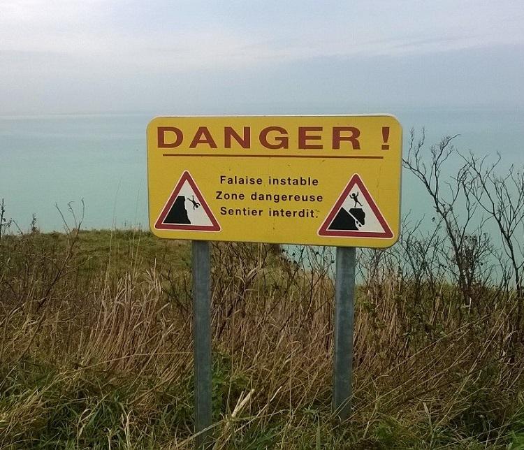 знак опасность обрыв