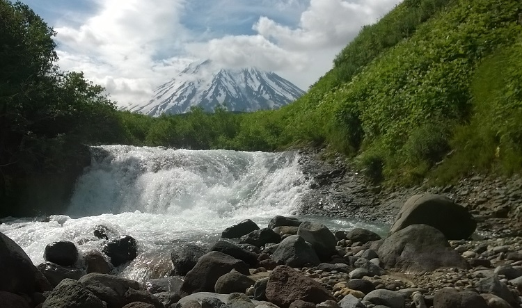 рек шумная вид на корякский вулкан