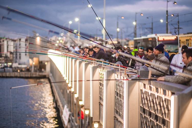 рыбаки мост галата